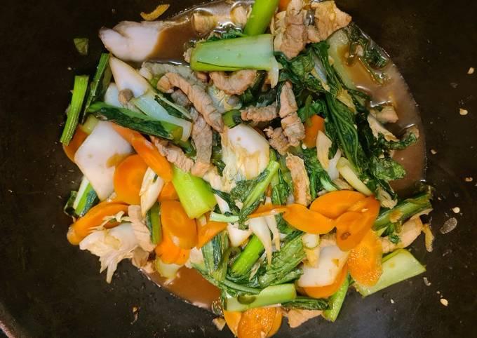 Stir fry pork with chilli & basil