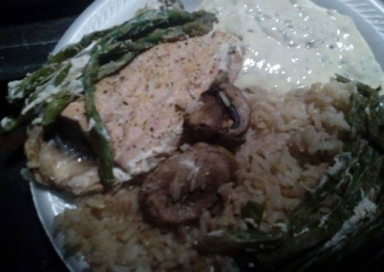 Recipe: Appetizing Foil Wrapped Salmon with Rice & Asparagus