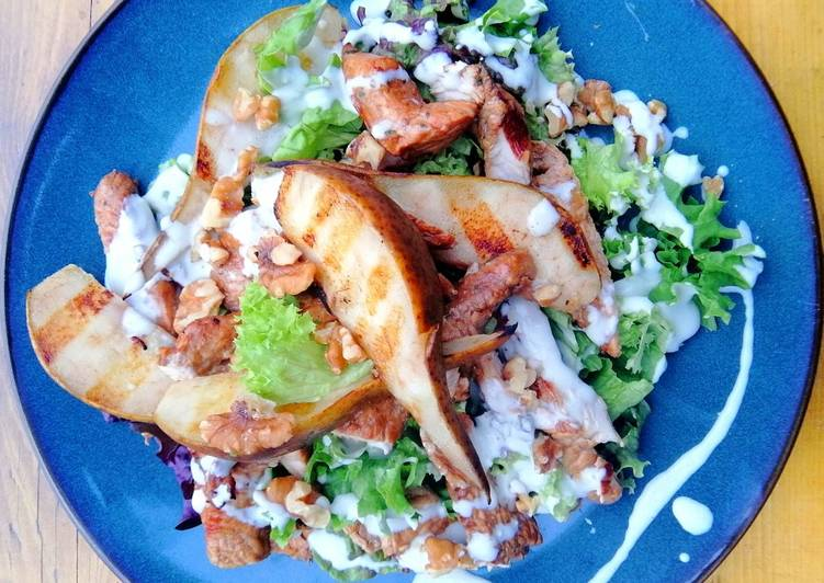 Grilled turkey, pear and walnut salad with blue cheese dressing