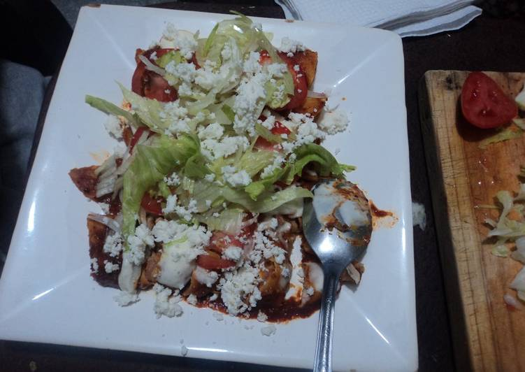 Enchiladas con salsa de manzana y rellenas de puré de papa con manzana las Correa