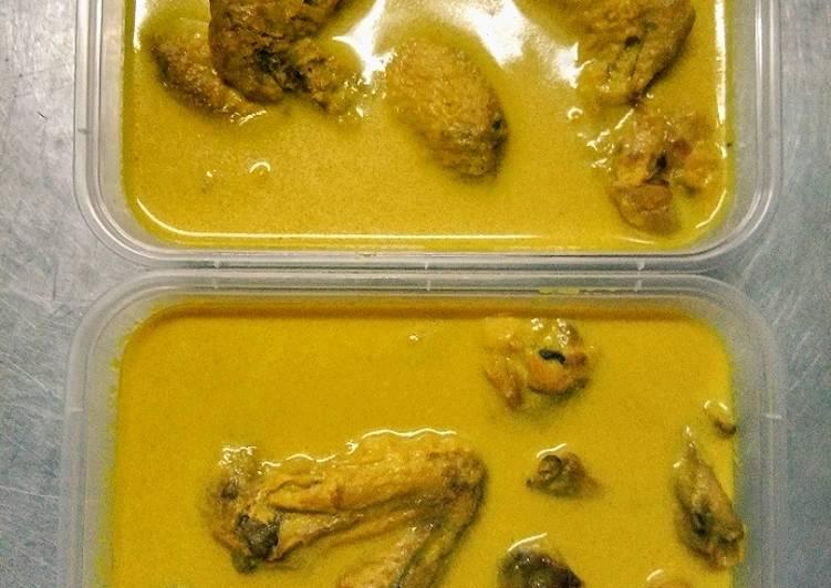 Ayam opor ala restaurant