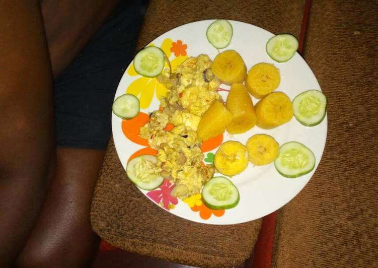Boiled plantain with fried egg and cucumber