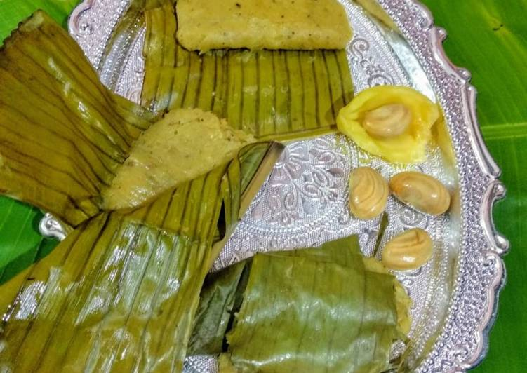 Steamed jackfruit cake wrapped in banana leaves