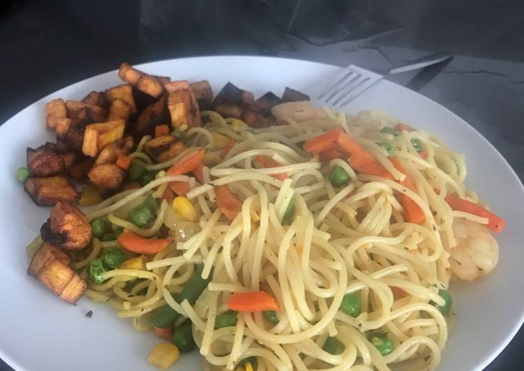 Fried spaghetti with shrimps and dodo