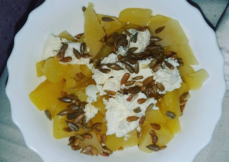 Cooked Potatoes with Sheep's Cottage cheese