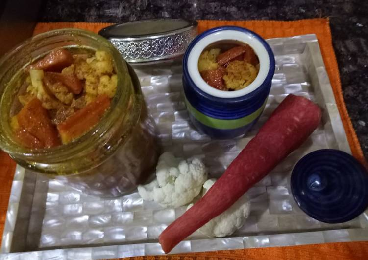 Steps to Make Homemade Carrot and Cauliflower pickle
