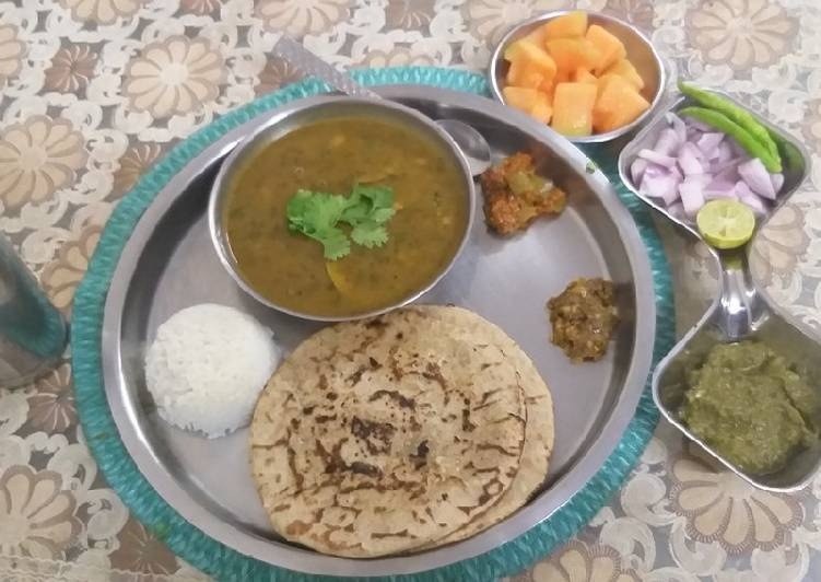 10 Minute Step-by-Step Guide to Prepare Winter Mirchi ki dal jawari ki Roti theccha