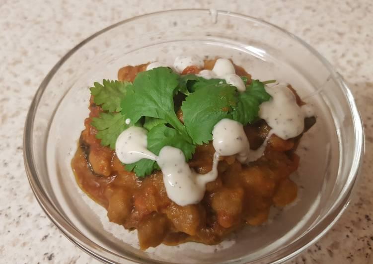 Recipe of Homemade Chickpea Spinach & potato curry 😀