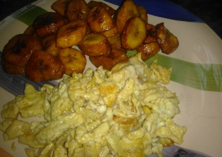 Fried plantains with scrambled eggs