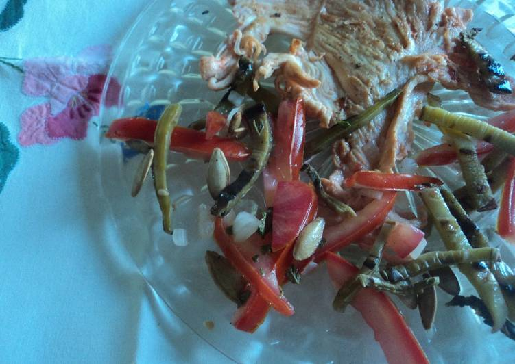 Pechuga enchilada a lo macho Mexicano con ensalada Alteña de Jalisco