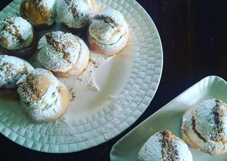 Biscotti di San Martino farciti con crema di ricotta