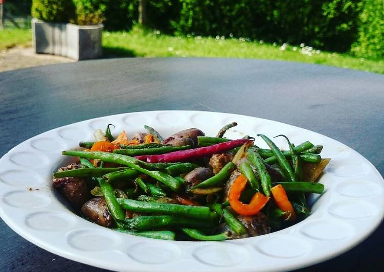 Stir Fry Long Beans with Bell Pepper and Chicken Hearts