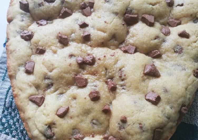 Recette Appétissante Cookies géant aux pépites de chocolat et fourrés..