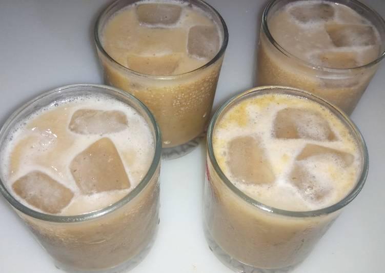 How to Make Quick Dates Milk Shake