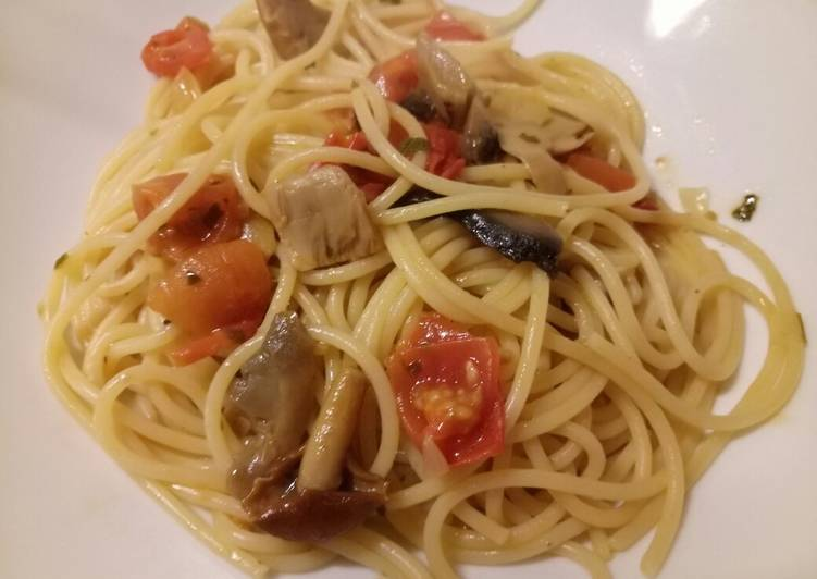 Easiest Way to Prepare Delicious Spaghetti with mushrooms and fresh tomatoes