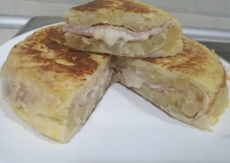 Tortilla rellena de jamón york y queso en Mambo