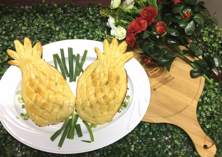 Focaccia with stuffed chicken in  Pineapple shape