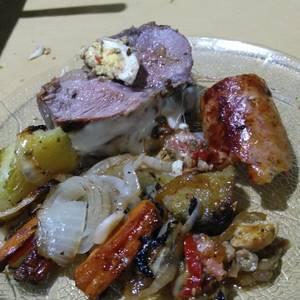 Colita de cuadril rellena al horno con papas batatas y zanahoria