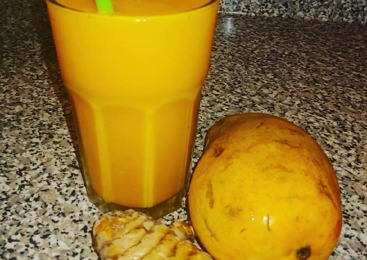 Tumeric mangos smoothies