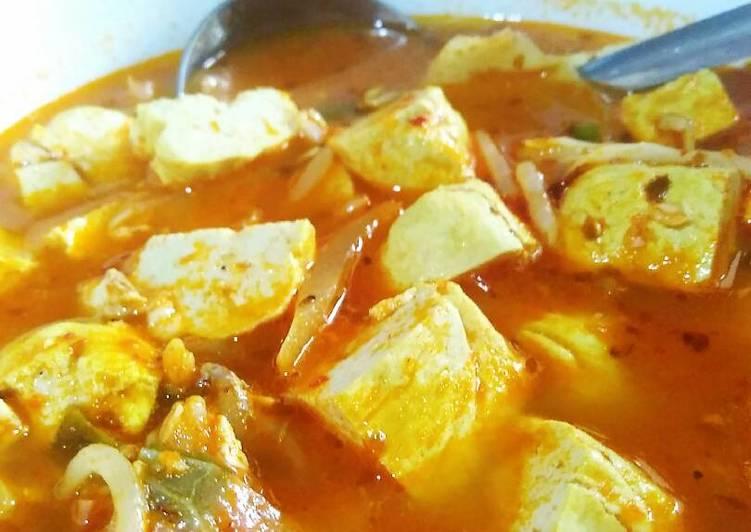 Sup tahu pedas (순두부 찌개, sundubu jjigae)