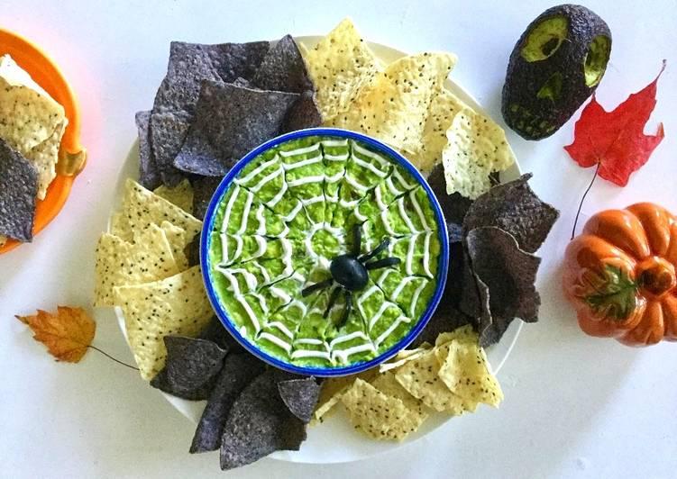 How to Make Award-winning Halloween spider web guacamole