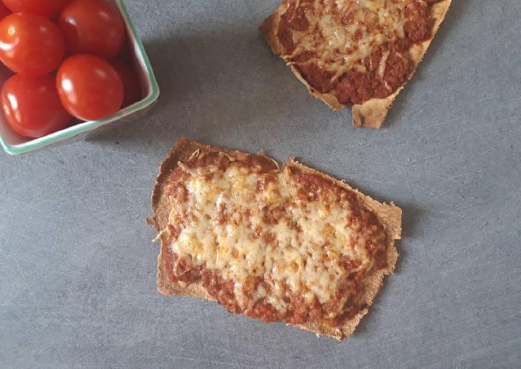 Pizza croustillante à la bolognaise