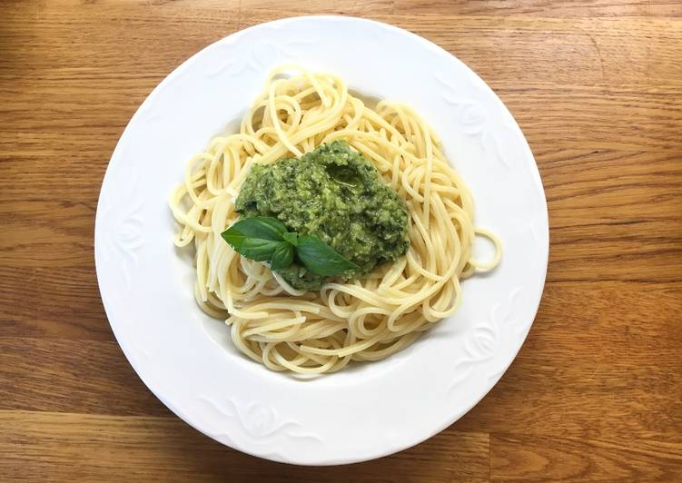 Pesto spaghetti with homemade pesto sauce (no garlic)