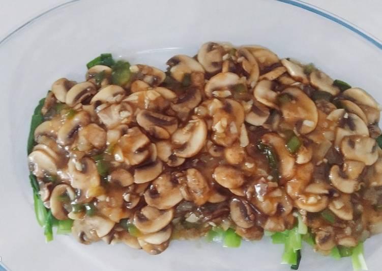 Pokcoy jamur kancing saus tiram