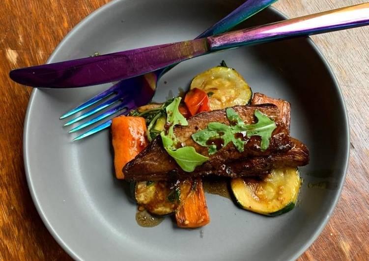 Échine de porc marinée et ses petits légumes