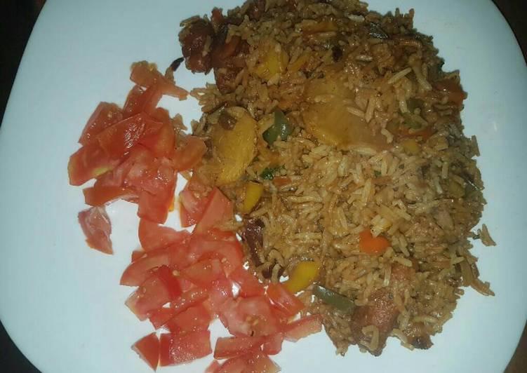 Fried rice garnished with tomatoes