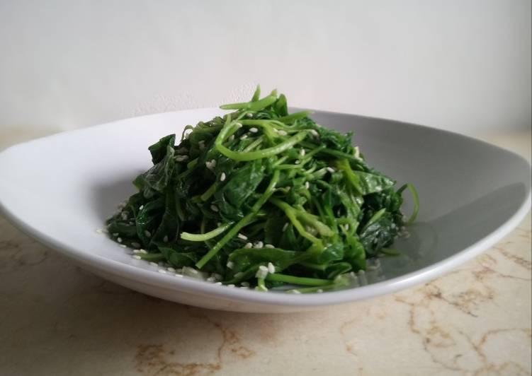 Sigeumchi Namul (Korean Spinach Salad)