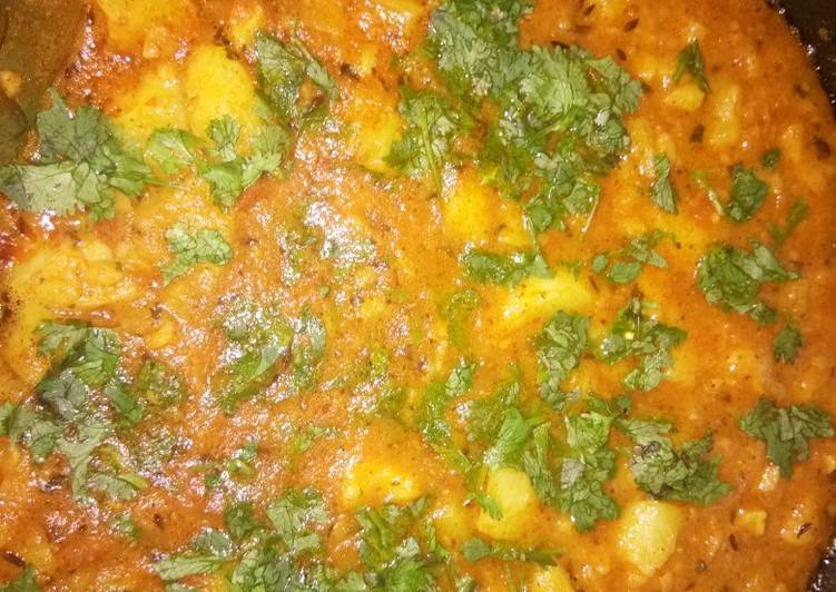 Tamatar wale aloo ki sabji (tomato flavoured potato curry)