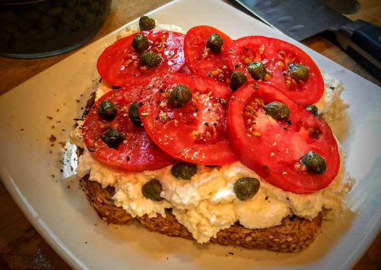 Ricotta Toast with Tomatoes and Capers
