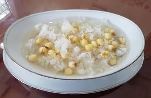 Chè Hột Sen Tuyết Nhĩ