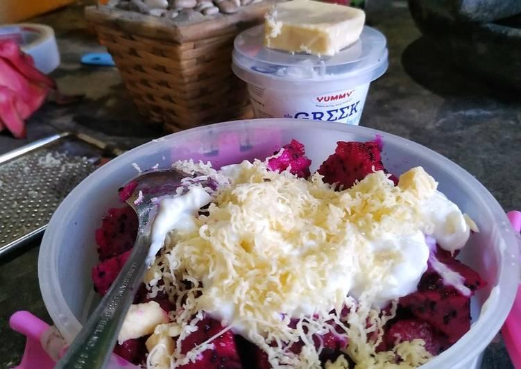Salad buah naga yoghurt - cookandrecipe.com
