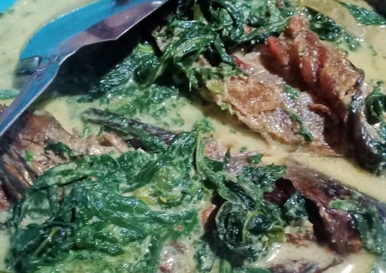 Gulai ikan salay daun singkong