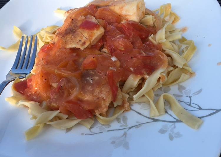 Baked halibut with tomato sauce