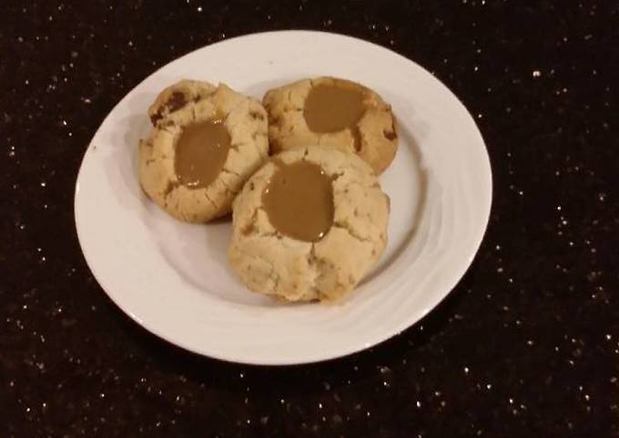 Toffee Shortbread Cookies With a Creamy Coffee Ganache Center