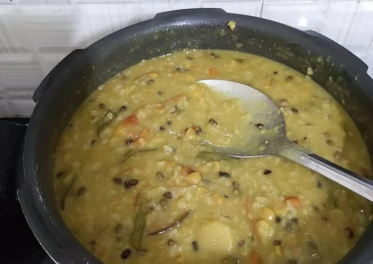 5 Minute How to Prepare Vegan Khichudi / Bengali Dal Khichdi