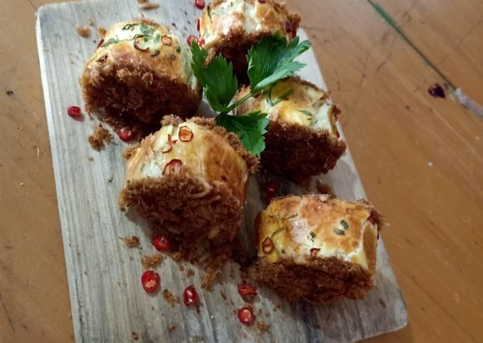 Roti gulung abon ikan nila