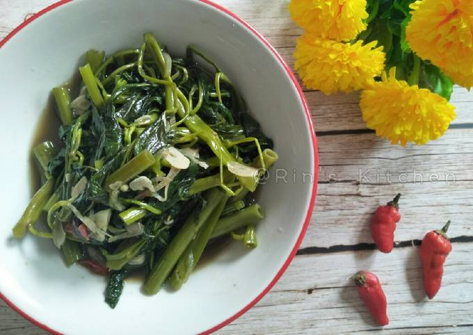 Tumis Kangkung (Sauteed Water Spinach)