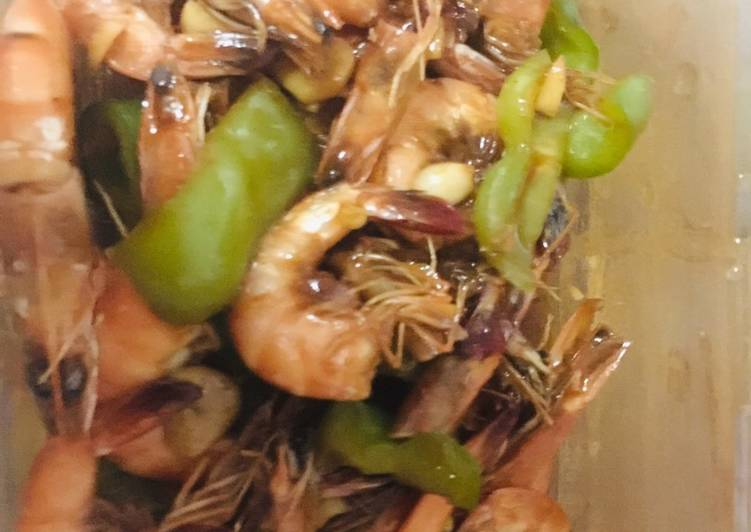 Sauted shrimp with bell pepper