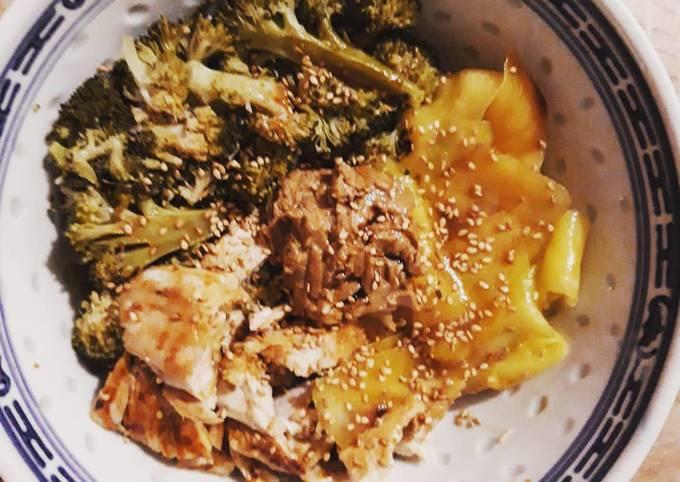 Bowl poulet, beurre de cacahuète, brocoli et mangue