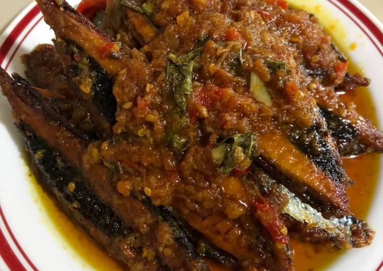 Ikan pindang pedas (bumbu tomat)