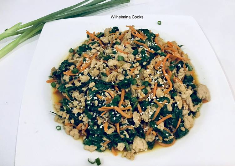 Recipe: Appetizing Ground Pork Stir Fry With Spinach and Carrot