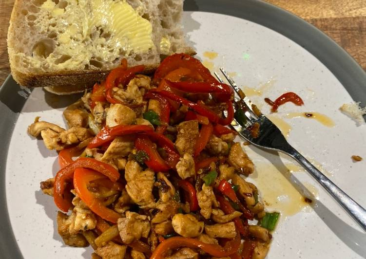 Hot chilly chicken with buttery bread