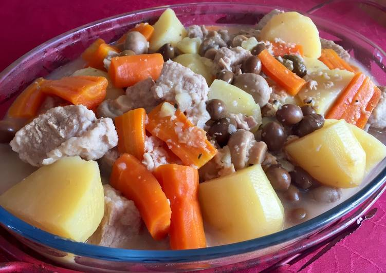 Sauté de porc en sauce et légumes