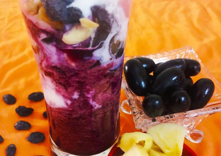 Step-by-Step Guide to Prepare Award-winning Black grapes apple smoothy