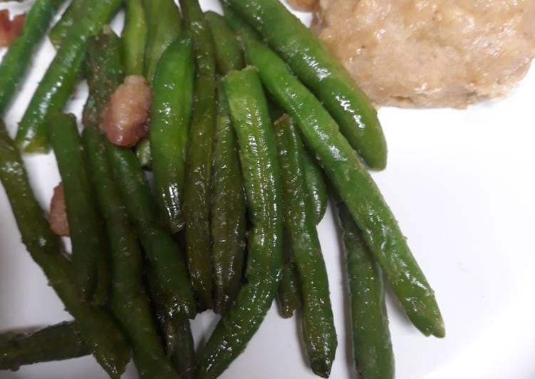 Skye's Green Beans and Ham