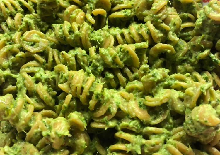How to Make Any-night-of-the-week Kale pesto - vegan